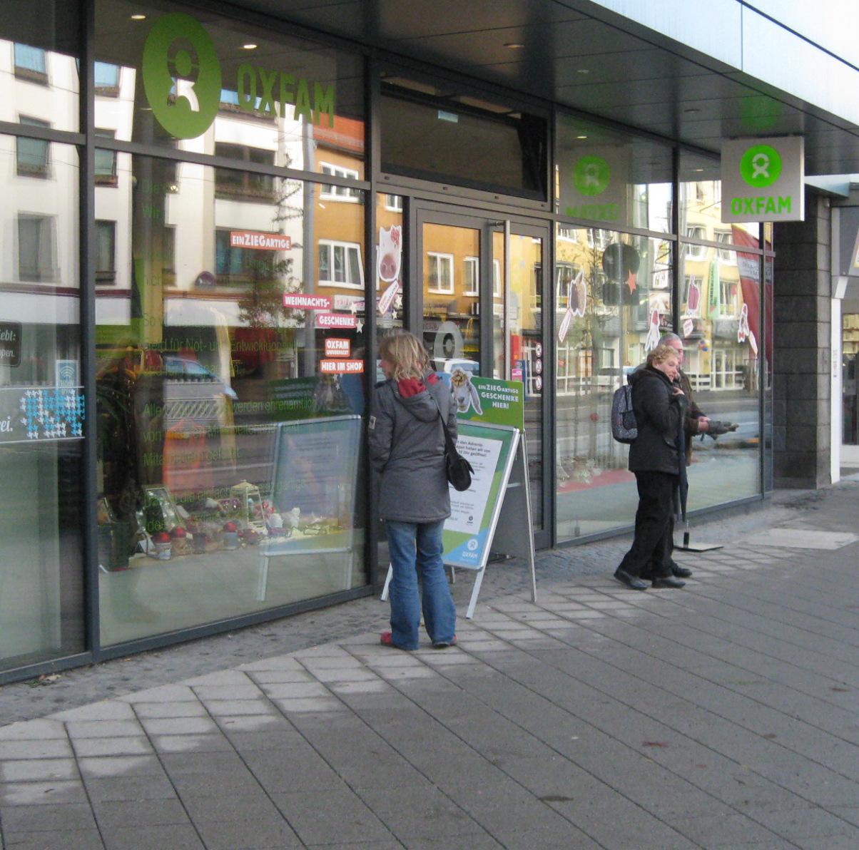 Oxfam Shop Kasse Außenansicht