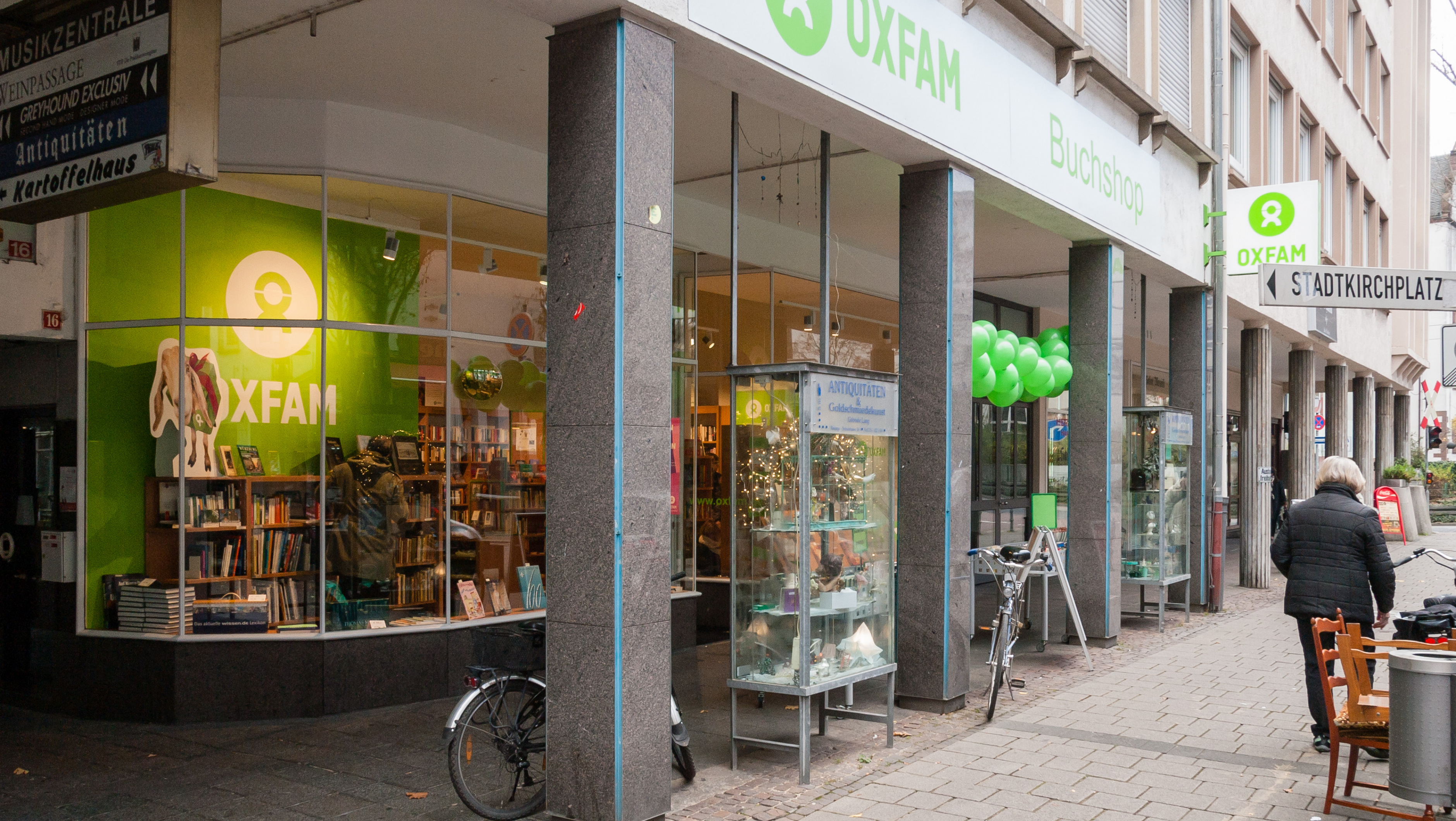 Oxfam Shop Darmstadt - Buchshop Außenansicht